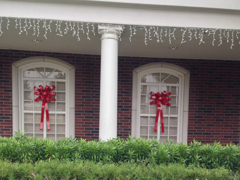 Outdoor christmas bows from metal bow depot for Decoration fenetre bow window